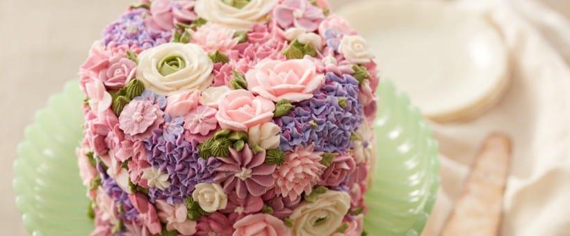 pastel decorado con flores