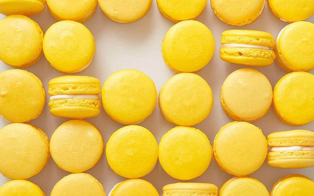 French Macarons Amarillos