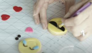 Fondant en forma de emojis Wilton