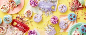 Set con cupcakes decorados de productos wilton